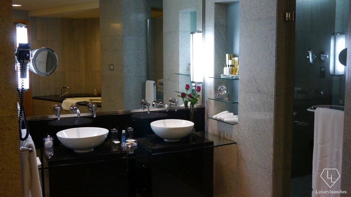 Shangri-La-Dubai-bathroom