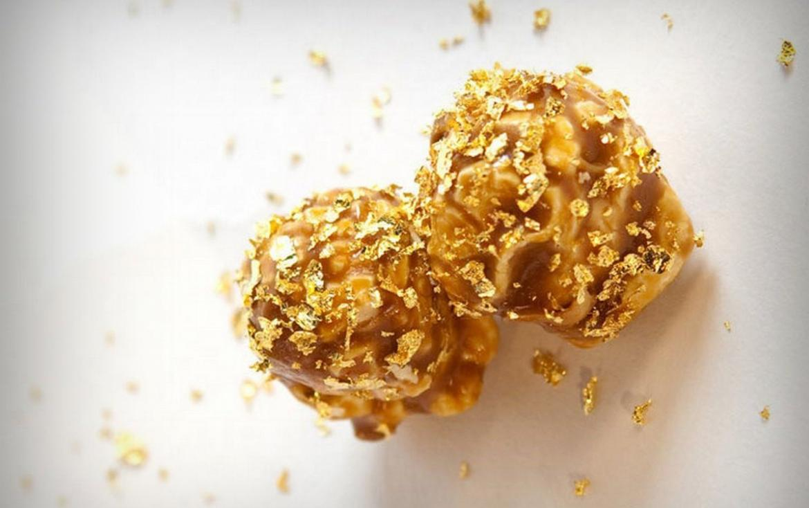 The world's most expensive popcorn is garnished with edible gold :  Luxurylaunches