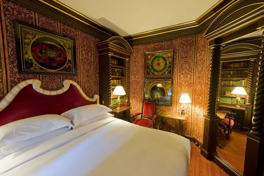 l-hotel-bedroom