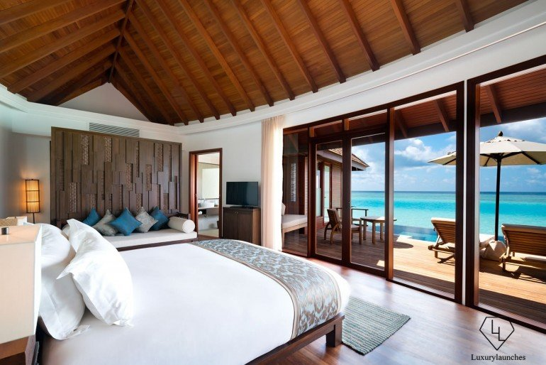 Anantara_Dhigu_Resort_Sunset_Over_Water_Pool_Suite
