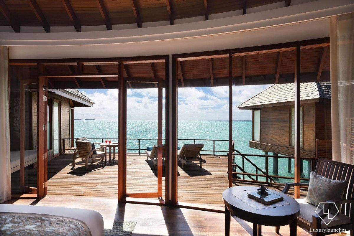 Anantara_Dhigu_Resort_Sunset_Over_Water_Suite