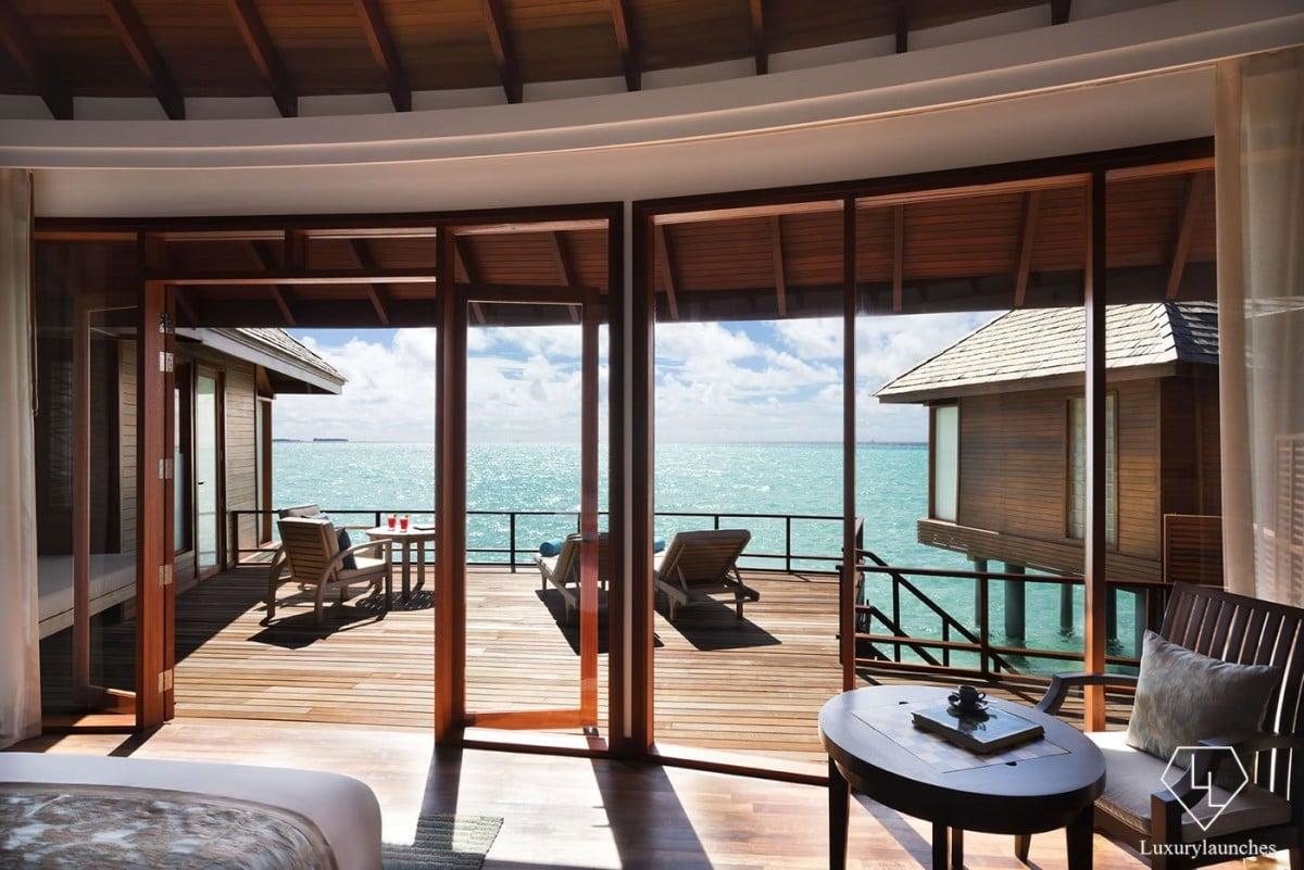 Anantara_Dhigu_Resort_Sunset_Over_Water_Suite