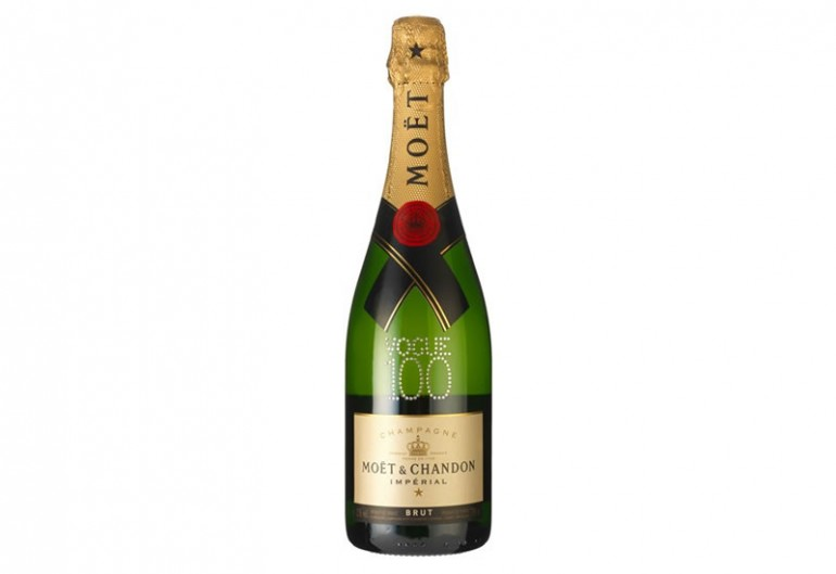 Moet-Vogue-100-Bottle-Vogue-100-Products-Vogue-3March16_b_426x639
