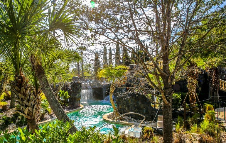Four-Seasons-Disney-World-lazy-river-5