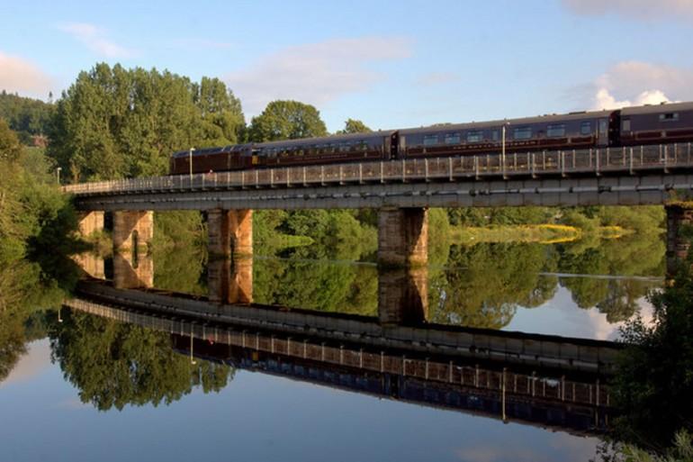 Royal Scotsman crossing the Tay on the rail bridge