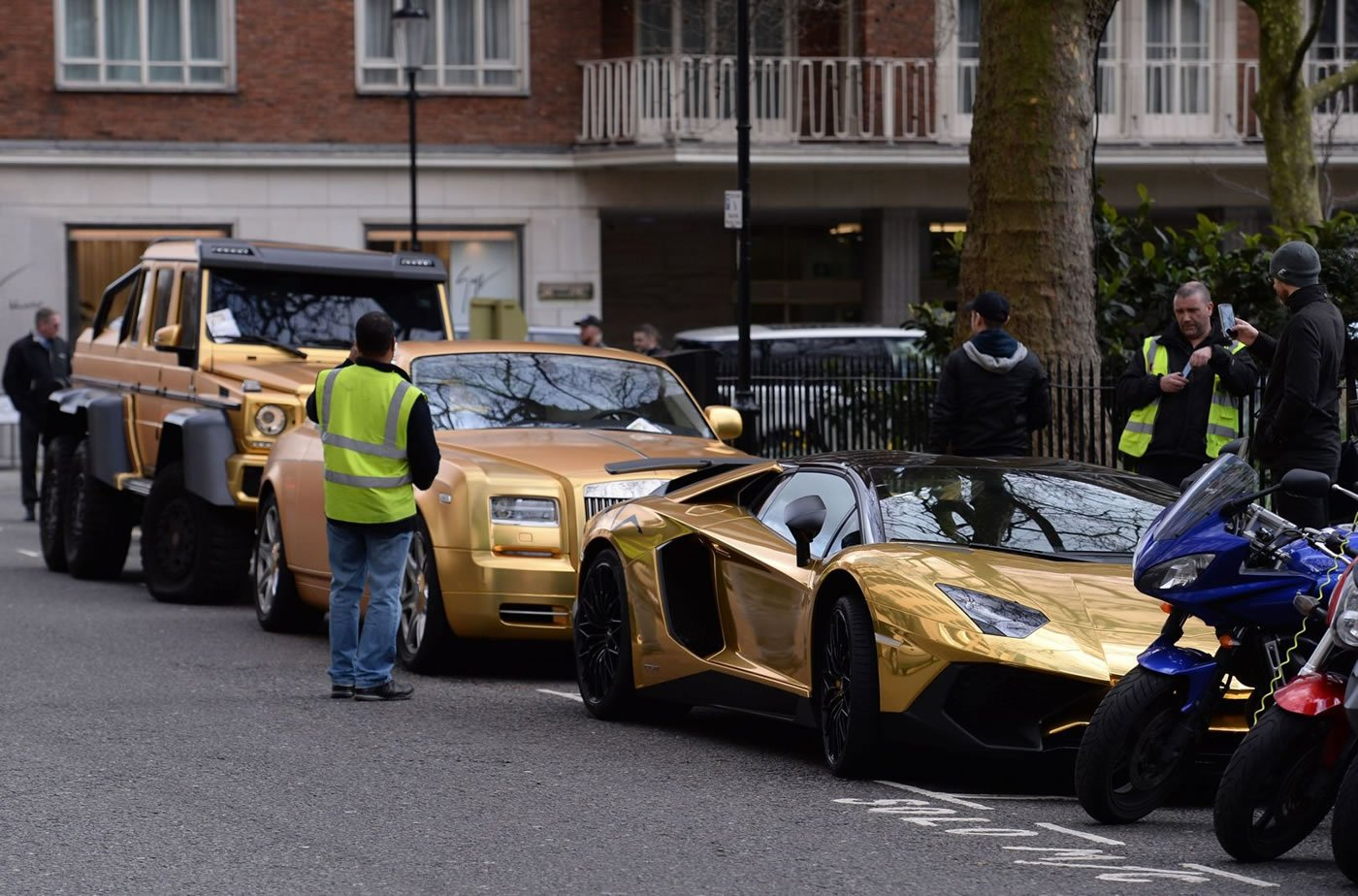 Wealthy Arabs just love showing off their shiny supercars in London