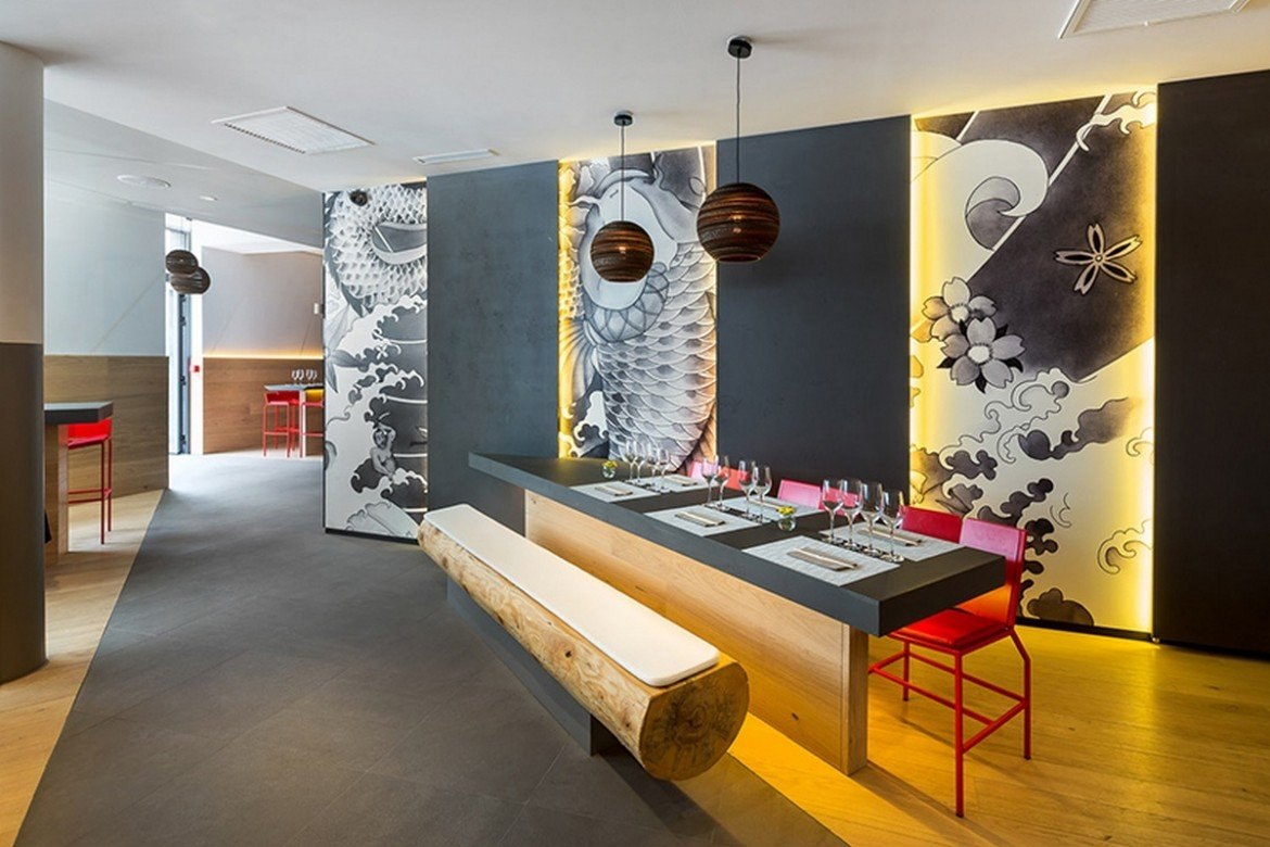 Take a look at this japanese koi restaurant in france with for Restaurant koi aix