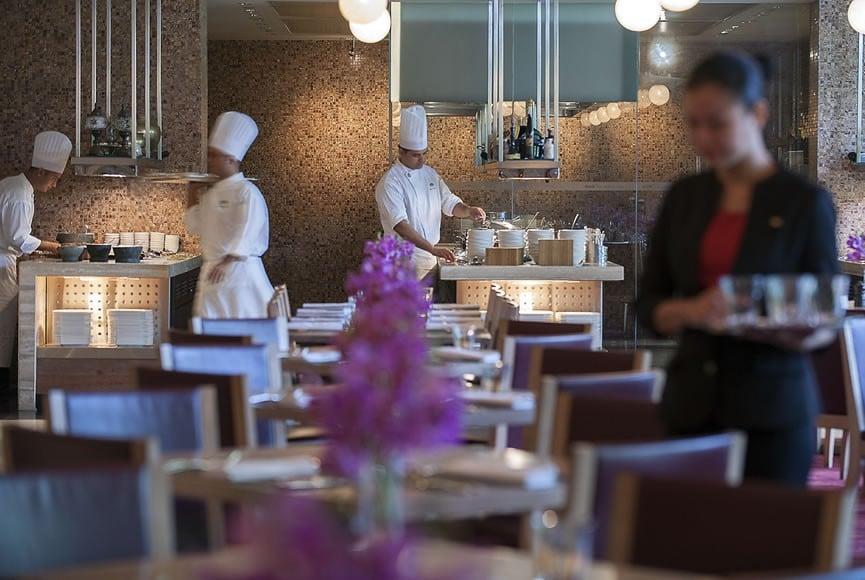 singapore-restaurant-melt-the-world-cafe-service-2