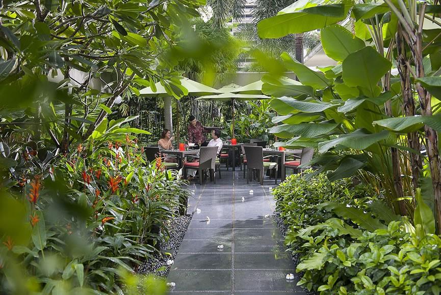 singapore-restaurant-melt-the-world-cafe-service-3