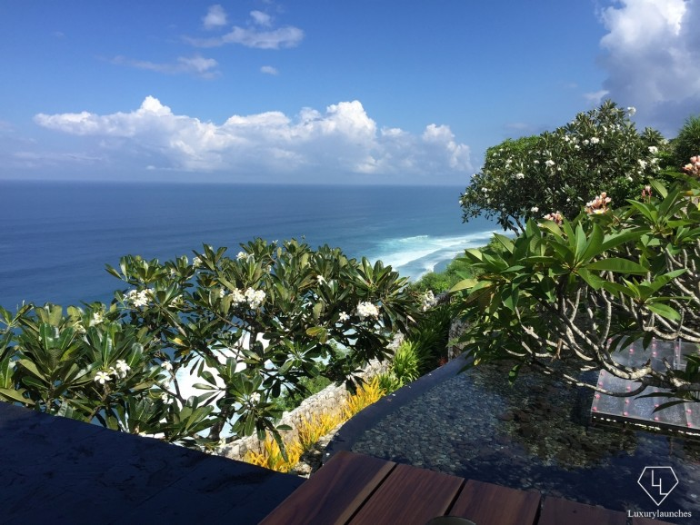 An unbeatable breakfast view overlooking the Uluwatu cliffs