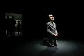 Kneeling-Sculpture-Hitler (2)
