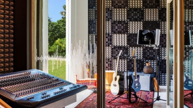 Music-Studio-Voice-Room-1600