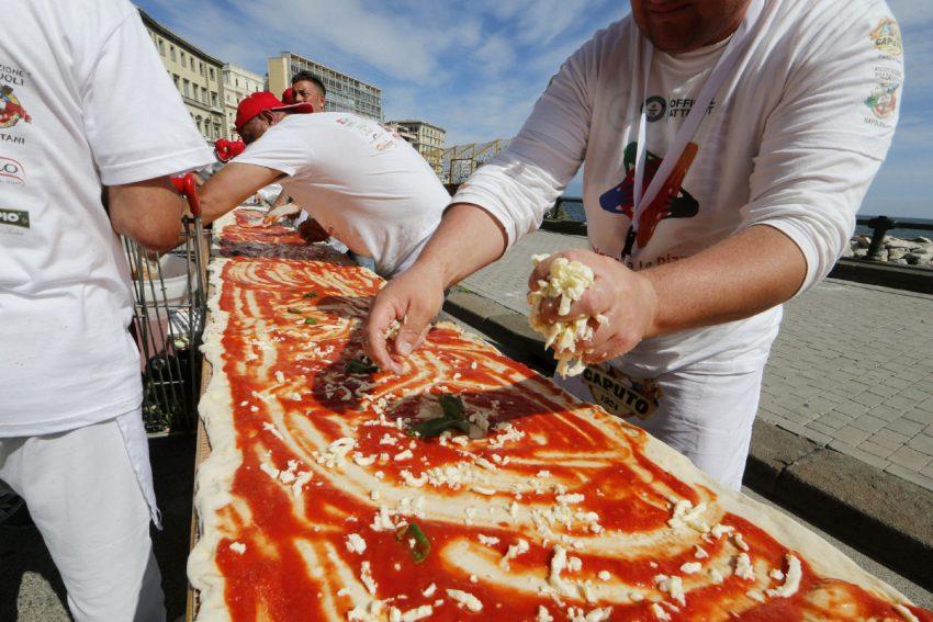 tab-fo-longest-pizza03jpg.jpg.size.custom.crop.850x567