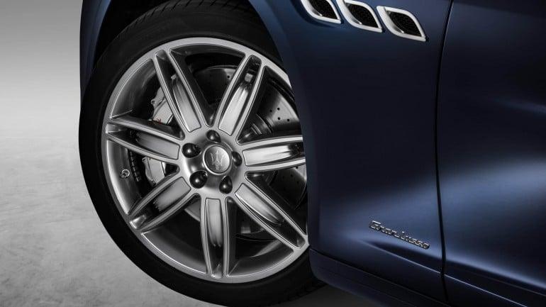 2017-Maserati-Quattroporte (3)