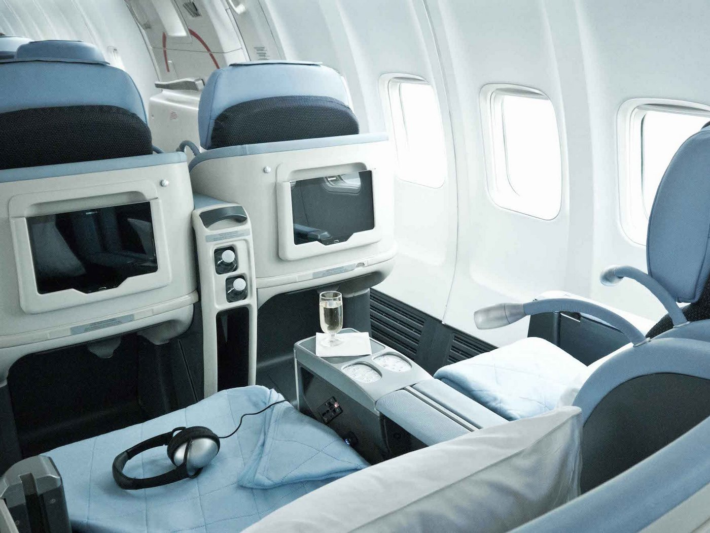 La compagnie offers unlimited business class flights all for Interieur boeing 757