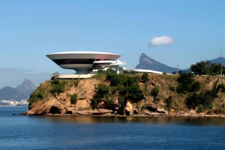 Louis-Vuitton-2017-Cruise-Collection-Rio-de-Janeiro  (1)