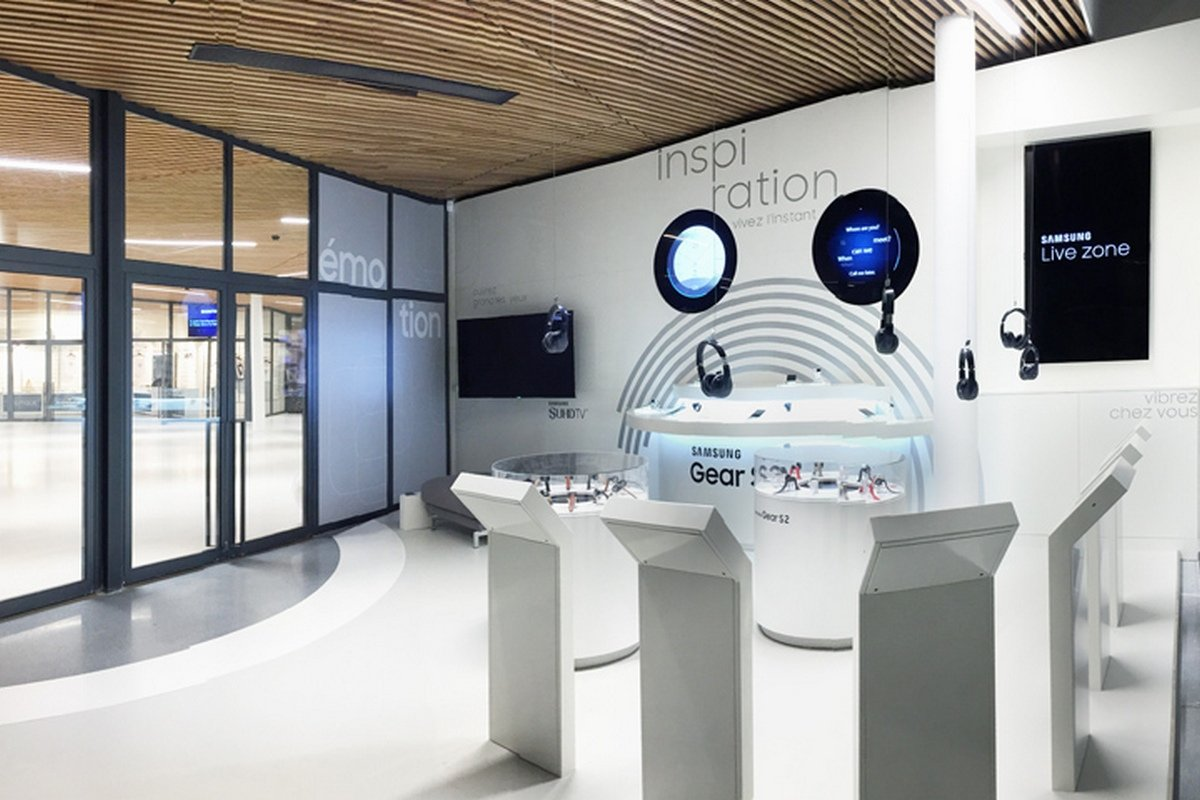 Inside Samsung S Dynamic And High Tech New Store In Paris