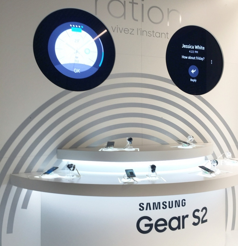 inside samsung s dynamic and high tech new store in paris. Black Bedroom Furniture Sets. Home Design Ideas