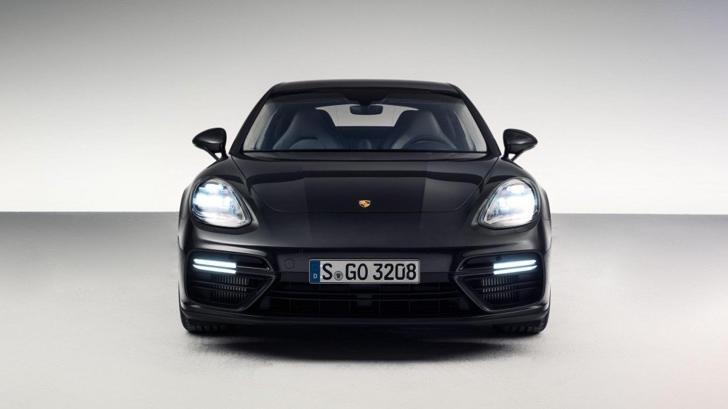 the swanky new porsche panamera tells the tale of a. Black Bedroom Furniture Sets. Home Design Ideas