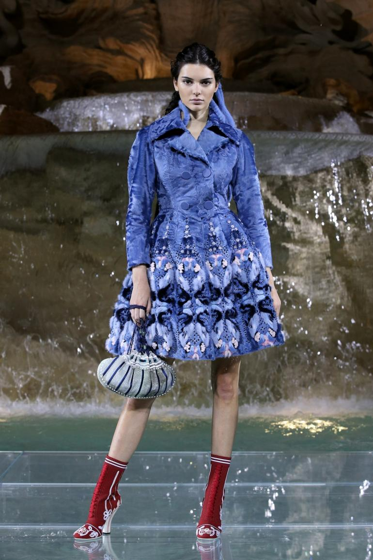 01_Kendall Jenner_FENDI Legends and Fairy Tales_Fontana di  Trevi