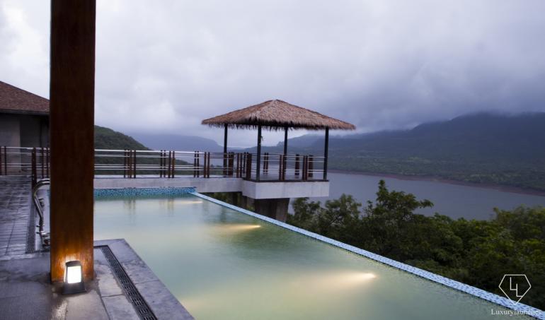 Mango-Tree-Villa-at-Atmantan-Wellness-Resort (3)