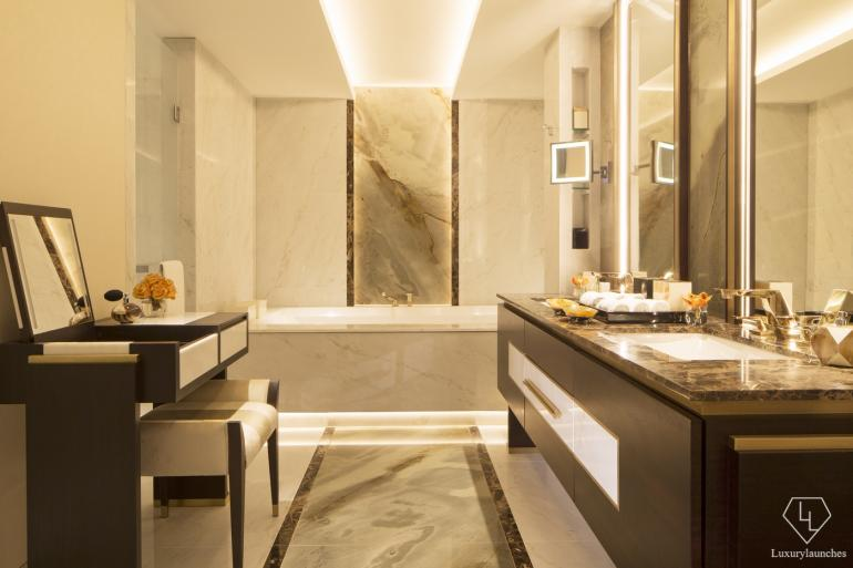 25 coolest hotel bathrooms in the world 2016 for Shangri la bathroom
