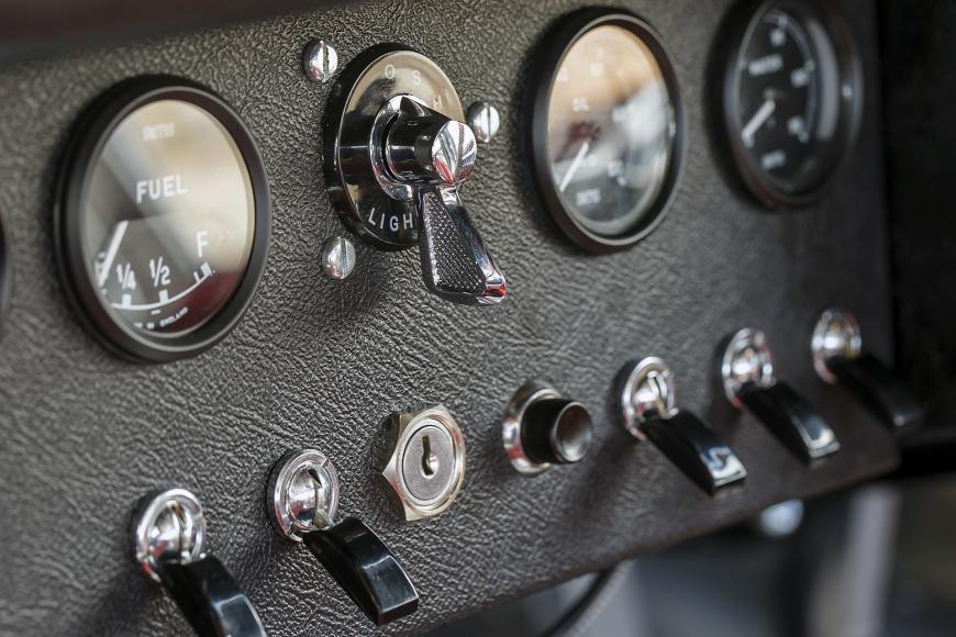 42-jaguar-continuation-lightweight-e-type-1