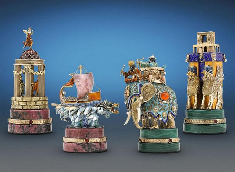 The Battle of Issus Chess Set (1)