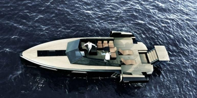 Yacht transforms into floating party pad (3)