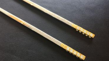 diamond-studded chopsticks (2)
