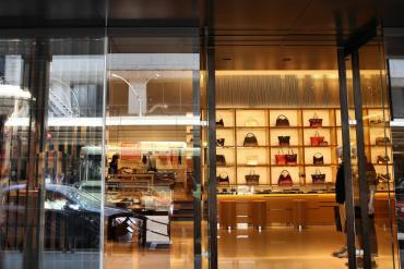 louis-vuitton-to-close-shops-in-china