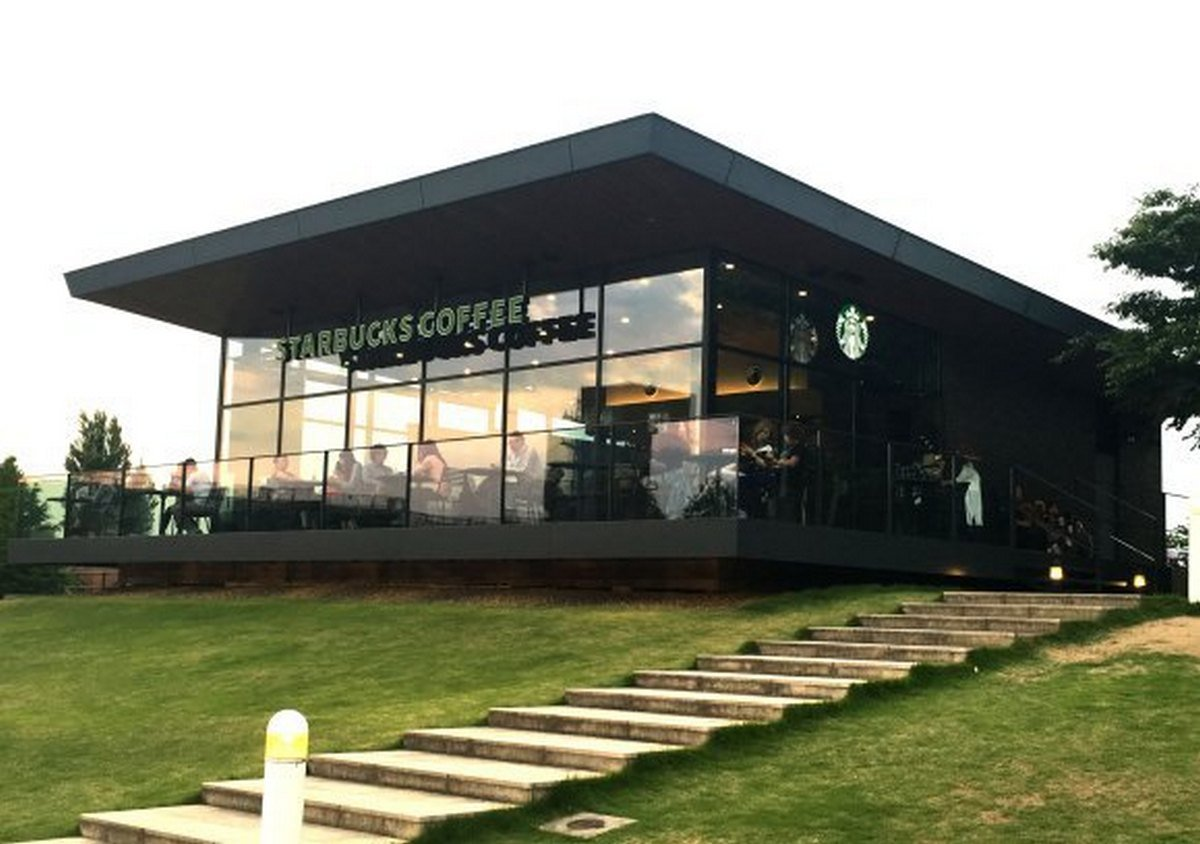 This Starbucks has been called the most beautiful in the world, and its in Japan : Luxurylaunches