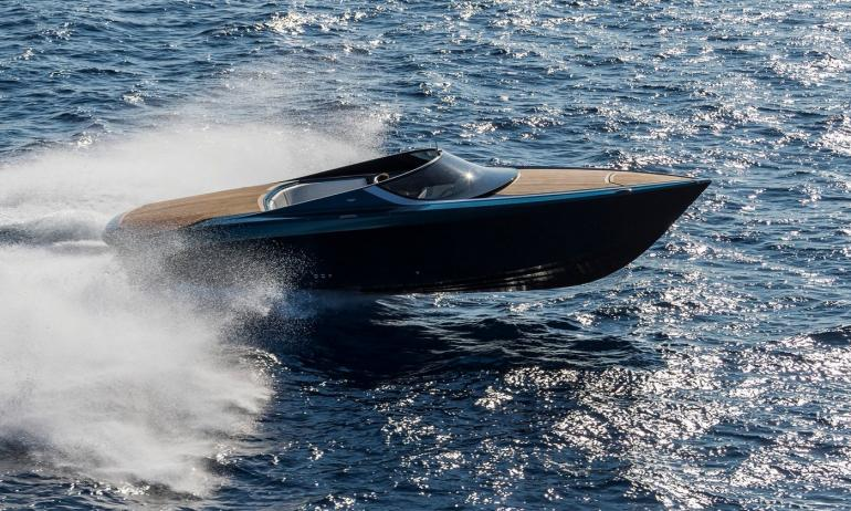 aston-martin-first-powerboat-1