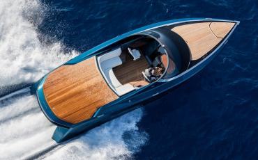 aston-martin-first-powerboat-2