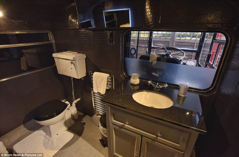 Double decker bus luxury hotel (4)