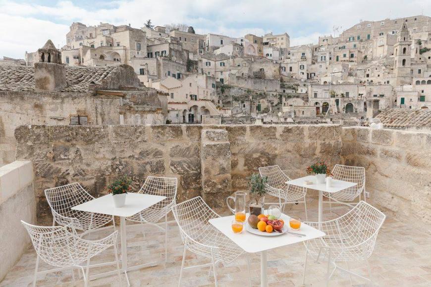 italian-luxury-hotel-cave-1