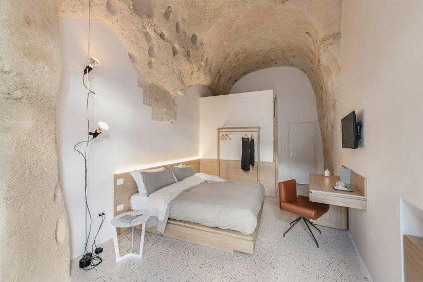 Italian architect lives in a cave  credit: La Dimora di Metello  Taken from: https://www.facebook.com/ladimoradimetello/photos