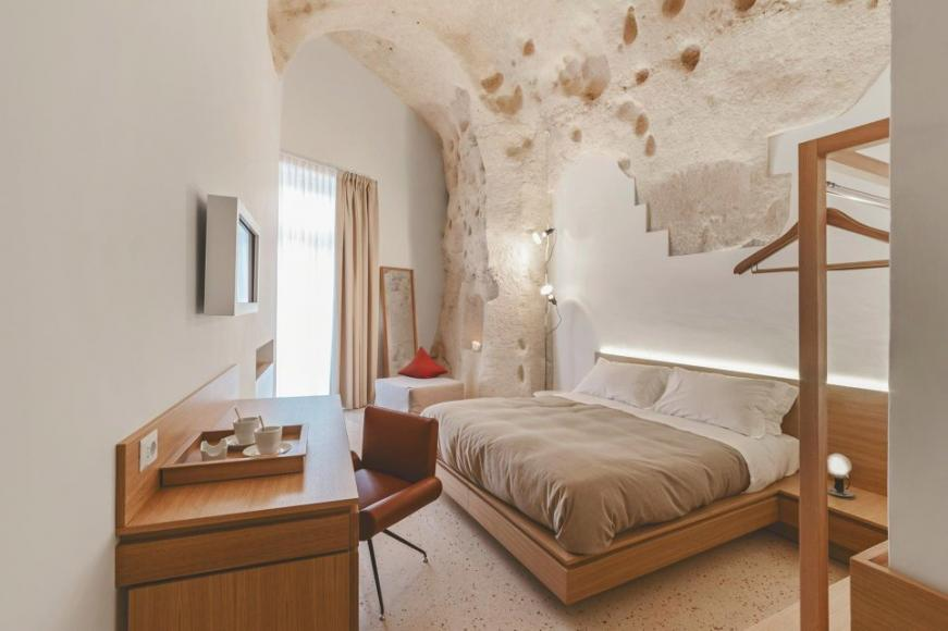 Italian architect lives in a cave  credit: La Dimora di Metello  Taken from: https://www.facebook.com/ladimoradimetello/photos