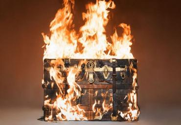 tyler-shields-louis-vuitton-trunk-fire-3