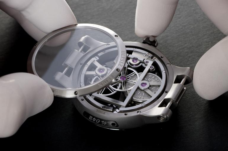 ulysse-nardin-executive-skeleton-tourbillon-4