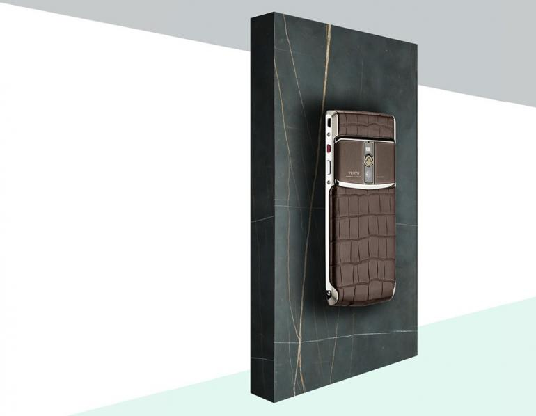 vertu-signature-touch-alligator-collection-3