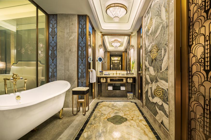Grand Deluxe River View Room Bathroom