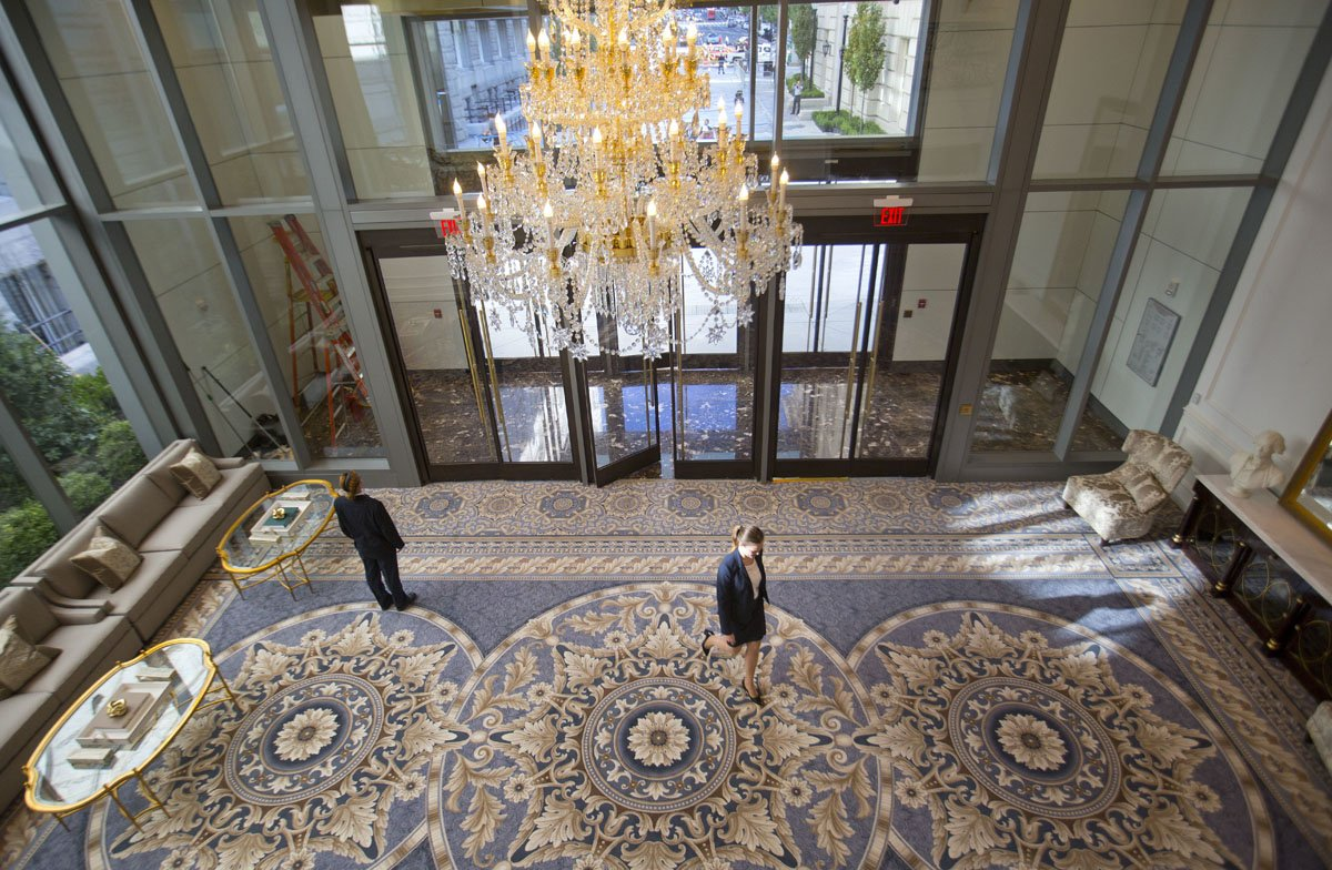 Inside donald trump 39 s 625 a night luxury hotel in for Trump hotel dc decor