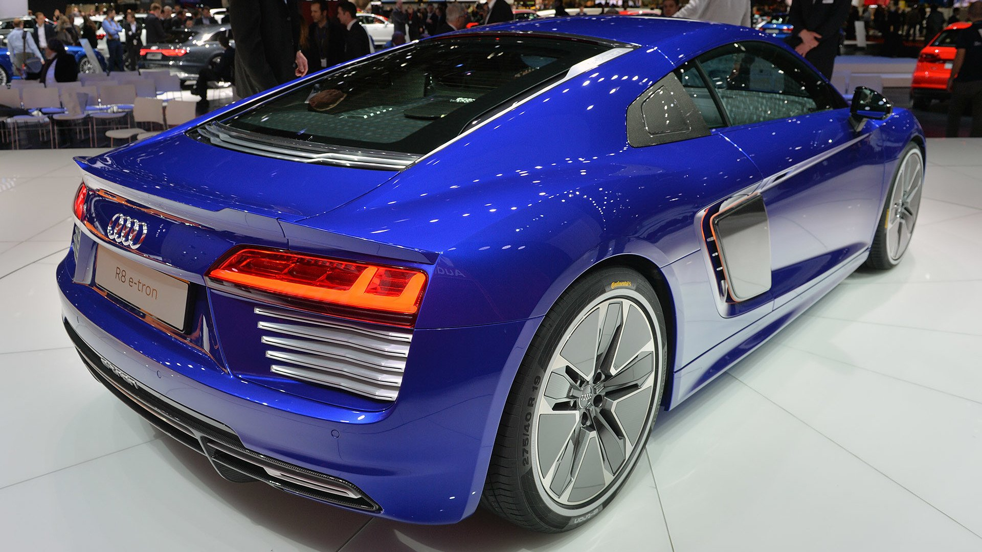 its the end of the road for audi 39 s r8 e tron. Black Bedroom Furniture Sets. Home Design Ideas