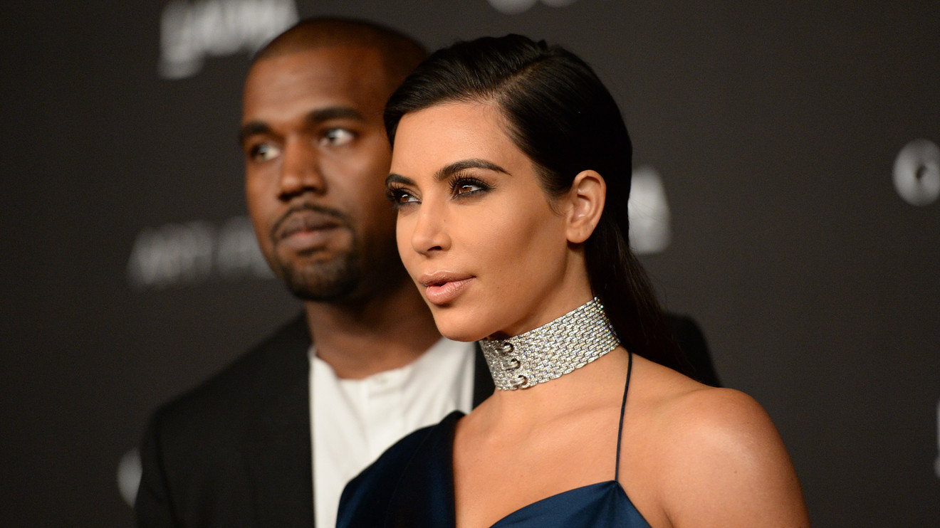 Fake policemen rob Kim Kardashian of millions at gunpoint from her Paris hotel room : Luxurylaunches