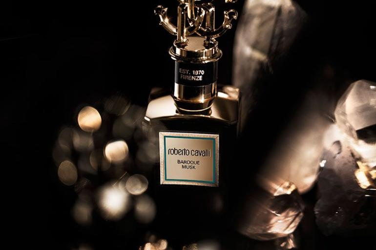 b4c83bf57e13 Take a look at Roberto Cavalli s new fragrance line called the gold ...