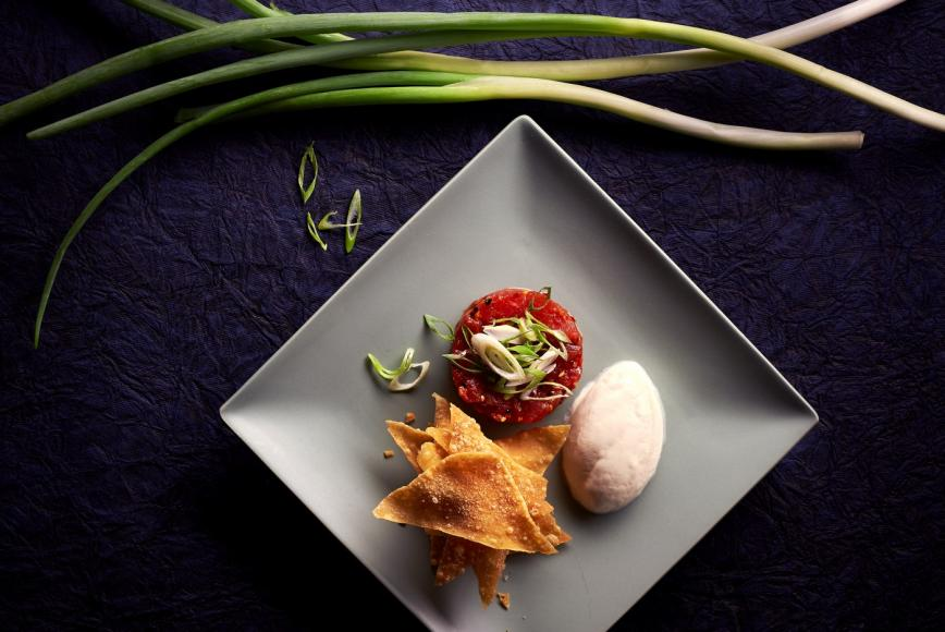 spicy_tuna_tartare__chilli_garlic__sesame_oil__wonton_crisps-2