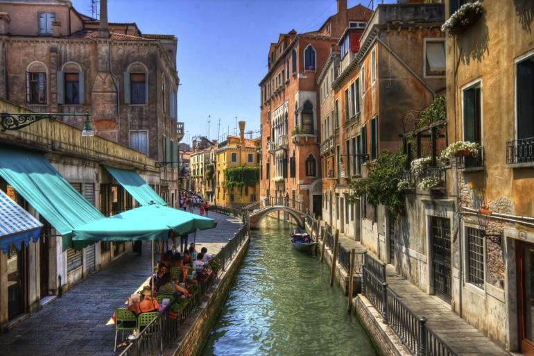 narrow-canal-in-venice