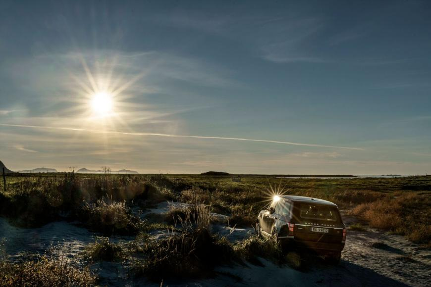nowegian-landscape-and-a-range-rover-10