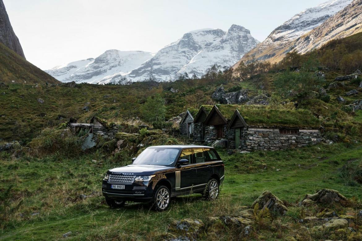 nowegian-landscape-and-a-range-rover-12